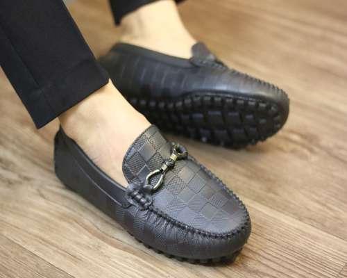 phân biệt giày lười nam da bò cao cấp