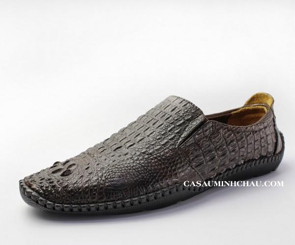 Giày mọi da cá sấu nguyên con, kiểu dáng độc lạ