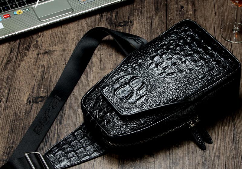 Túi đeo chéo nam da cá sấu rất được giới trẻ yêu thích